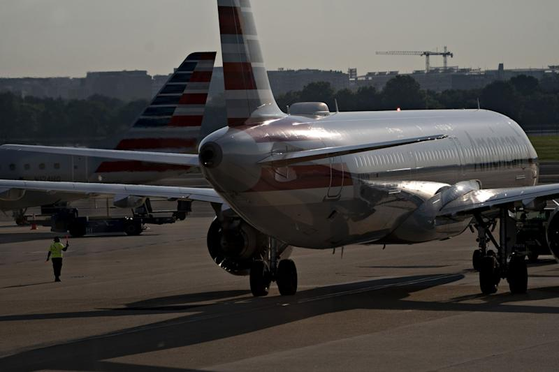 American Airlines in Talks for $2 Billion Junk-Bond Sale