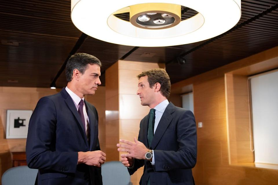 Pedro Sánchez y Pablo Casado, reunidos en el Parlamento en 2019. (Photo: Jesús Hellín / Europa Press vía Getty Images)