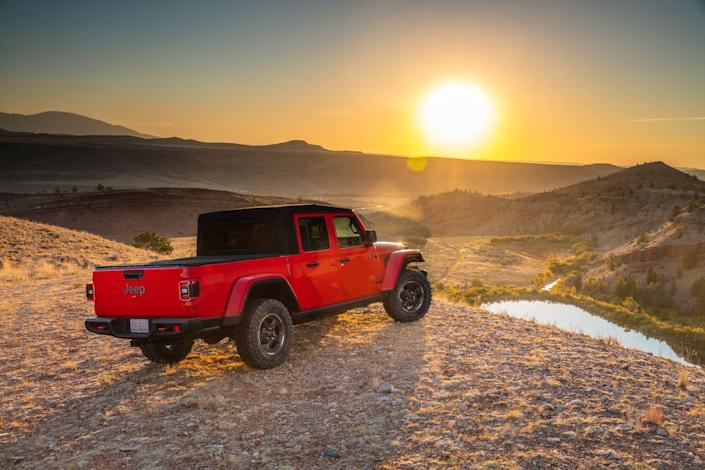 <p>Those axles, however, necessarily burden the truck with recirculating-ball steering, something that departed from virtually every other production vehicle, oh, about 30 years ago. And that means the Gladiator is not blessed with laser-precise steering.</p>