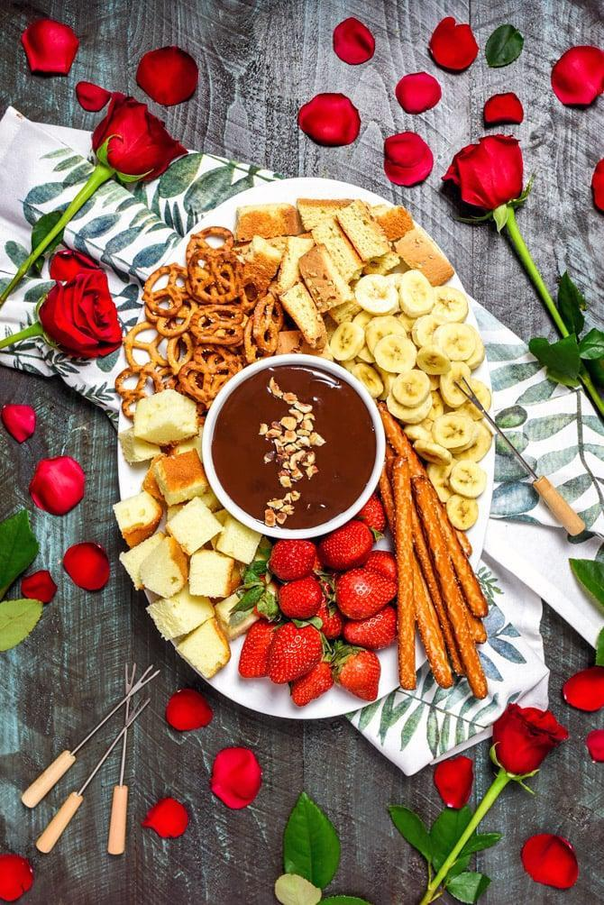 "<p>Made with just five ingredients, this fondue recipe can be prepared in no time. Just mix chocolate chips, heavy cream, butter, hazelnut liqueur, and toasted hazelnuts together, and voilà, dessert is ready! Pair this sweet treat with crackers, pretzels, fruit, and more.</p> <p><strong>Get the recipe</strong>: <a href=""https://hostthetoast.com/the-easiest-boozy-chocolate-hazelnut-fondue/"" class=""link rapid-noclick-resp"" rel=""nofollow noopener"" target=""_blank"" data-ylk=""slk:boozy chocolate hazelnut fondue"">boozy chocolate hazelnut fondue</a></p>"