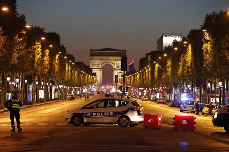 Shooting: Police secure the Champs Elysee area (REUTERS)