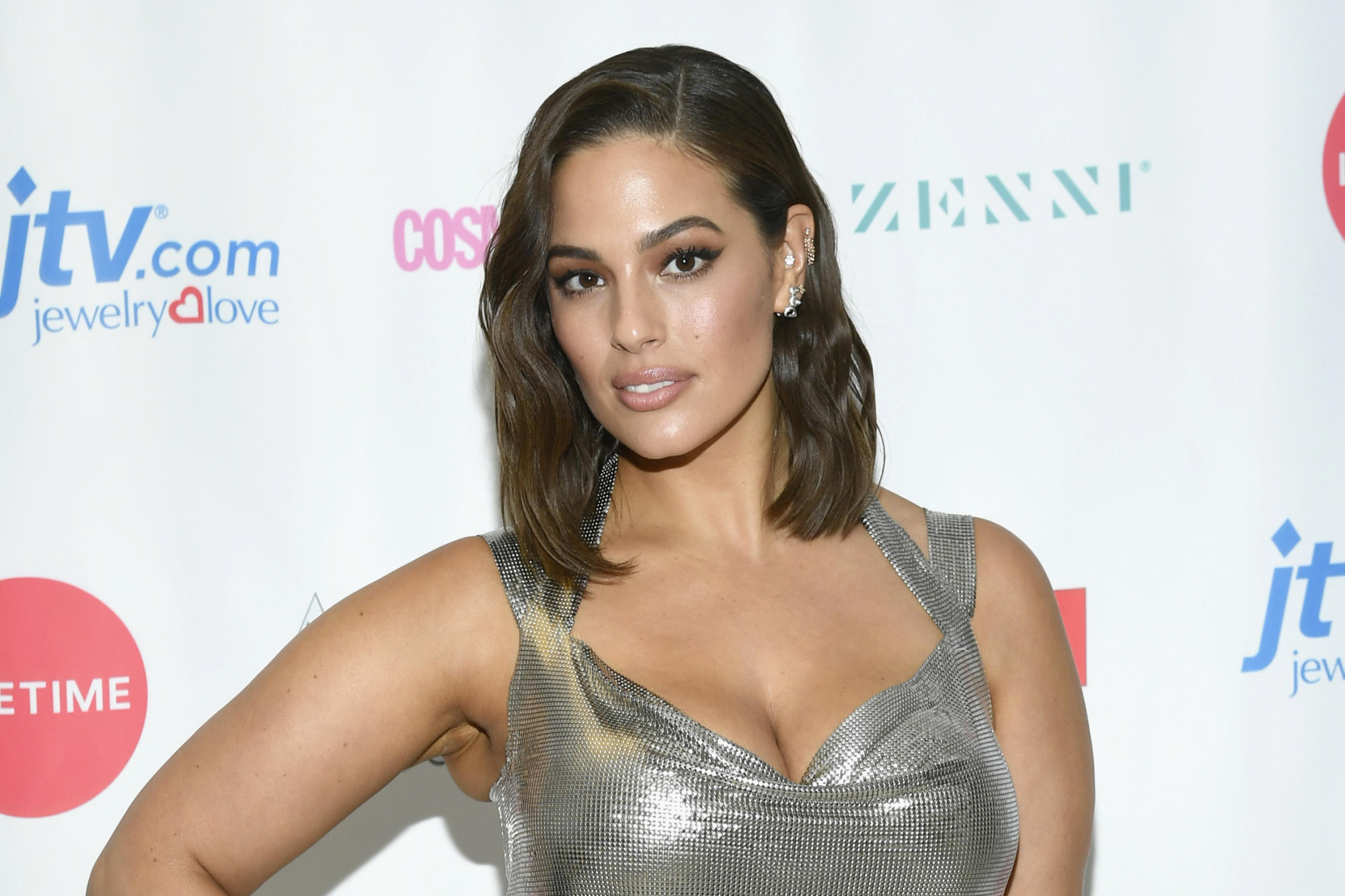 'Is this all you know how to post?': Ashley Graham's latest breastfeeding selfie has fans divided - Yahoo Lifestyle