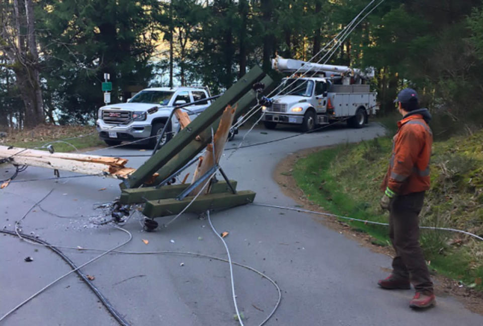 How to stay safe after a live power line falls on your car