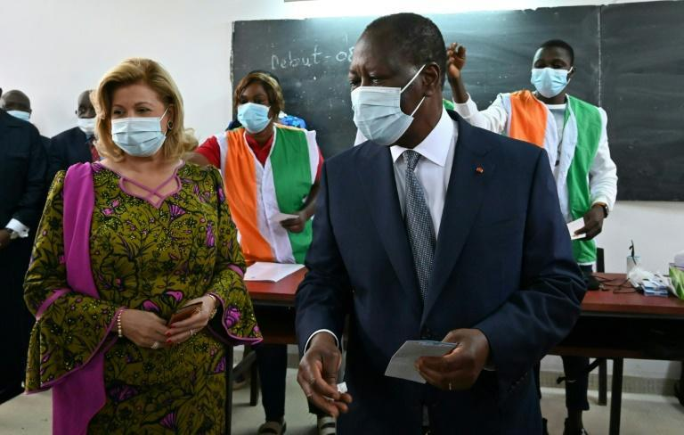 Ivory Coast's incumbent President Alassane Ouattara (R) has urged opponents to give up protests