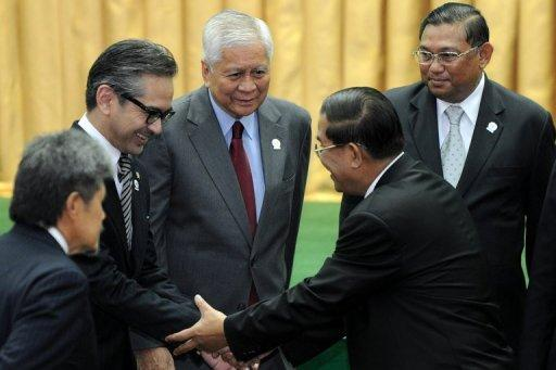 Cambodian Prime Minister Hun Sen (2nd R) shakes hands with Indonesia's Foreign Minister Marty Natalegawa (2nd L) as Philippine's Foreign Secretary Albert Rosario (C) and Myanmar's Foreign Minister Wunna Maung Lwin (R) look on during the opening ceremony of the 45th Association of Southeast Asian Nations (ASEAN) Foreign Ministers' Meeting (AMM) at the Peace Palace in Phnom Penh, on July 9