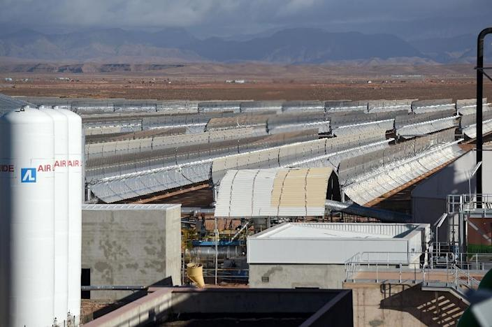 A view of the Noor 1 Concentrated Solar Power (CSP) plant, some 20km (12.5 miles) outside the central Moroccan town of Ouarzazate on October 17, 2015 (AFP Photo/Fadel Senna)