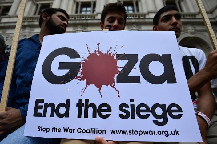 Protesters take part in demonstration against Israeli airstrikes in Gaza, through the streets of central London, on July 19, 2014 (AFP Photo/Carl Court)