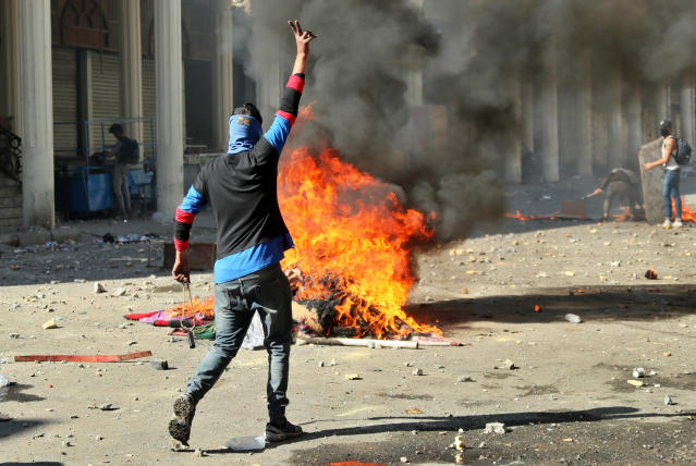 Protesters set fires during clashes between security forces and anti-government protesters in Baghdad, Iraq, Nov. 22, 2019. (Photo: Hadi Mizban/AP)