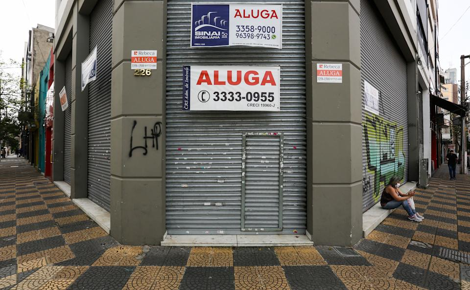 SAO PAULO, BRAZIL - JUNE 29: View of a shuttered shop with a 'For Lease' sign in downtown amidst the coronavirus (COVID-19) pandemic on June 29, 2020 in Sao Paulo, Brazil. Many businesses in the city of Sao Paulo went bankrupt and some commercial spaces are either for sale or for lease during the coronavirus (COVID-19) pandemic. (Photo by Alexandre Schneider/Getty Images)
