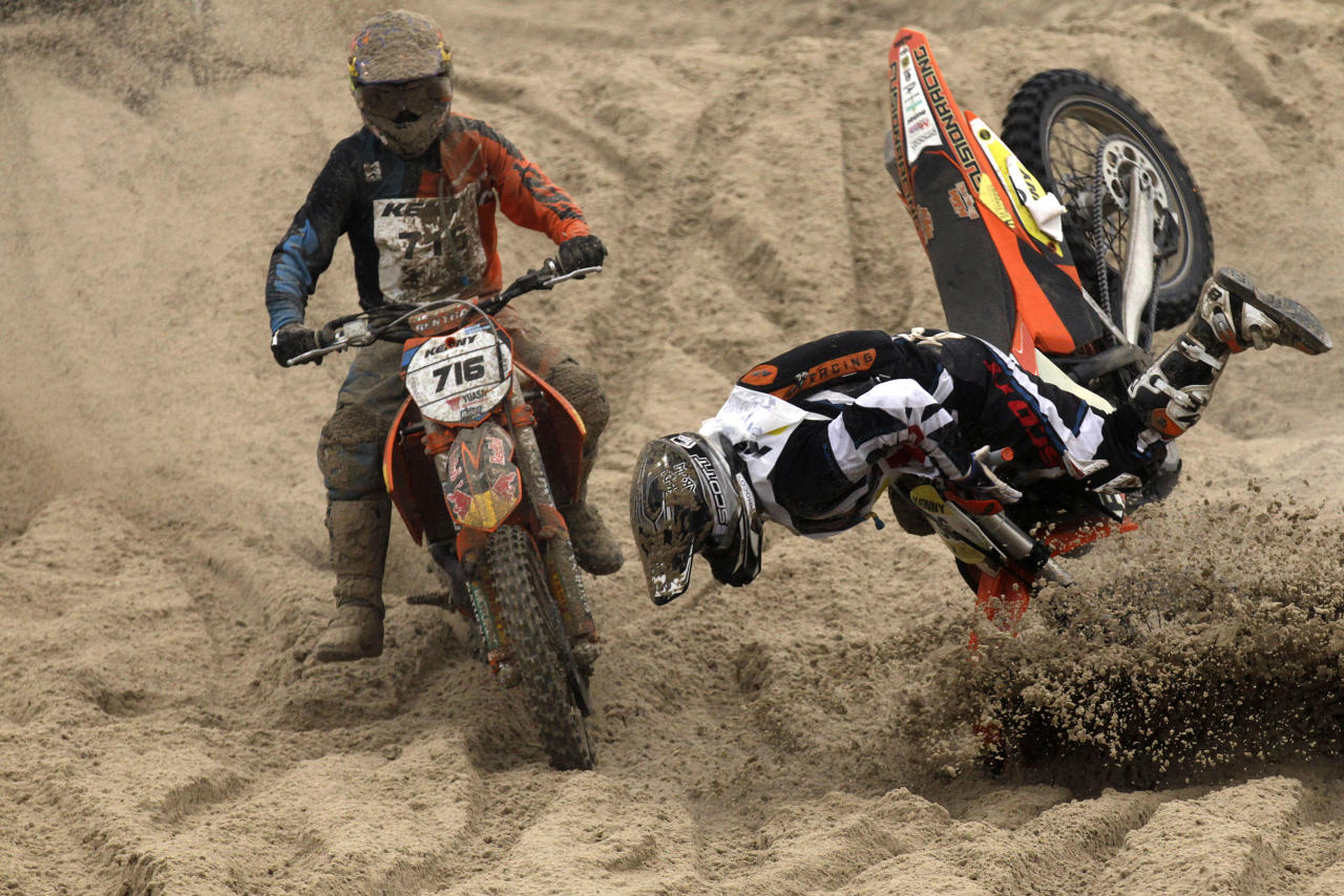 "Michael Staufer of Austria falls on the sand during the ""Enduropale"" motorcycle endurance race on the beach of Le Touquet, northern France, February 3, 2013. About 1,000 motorbikes and 500 quad bike riders descend on Le Touquet every year for the event. REUTERS/Pascal Rossignol (FRANCE - Tags: SPORT MOTORSPORT TPX IMAGES OF THE DAY) - RTR3DASF"