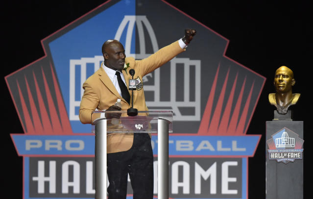 "Pro Football Hall of Famer <a class=""link rapid-noclick-resp"" href=""/ncaab/players/140718/"" data-ylk=""slk:Terrell Davis"">Terrell Davis</a> will headline a cannabis business summit later this month. (AP)"