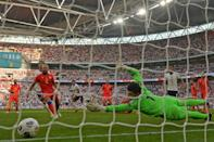England's midfielder Jesse Lingard (4th L) scores the opening goal with a low left-footed shot (AFP/JUSTIN TALLIS)