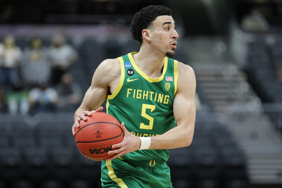 INDIANAPOLIS, INDIANA - MARCH 22: Chris Duarte #5 of the Oregon Ducks handles the ball during the game against the Iowa Hawkeyes in the second round of the 2021 NCAA Men's Basketball Tournament at Bankers Life Fieldhouse on March 22, 2021 in Indianapolis, Indiana. (Photo by Sarah Stier/Getty Images)