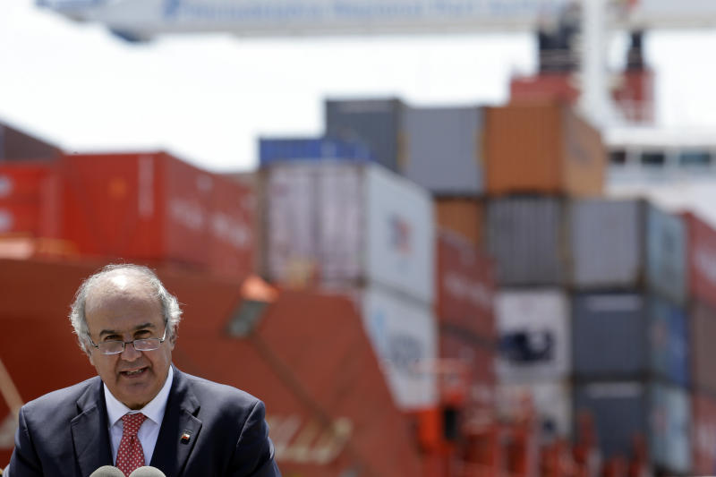Chilean officials tour Philadelphia port