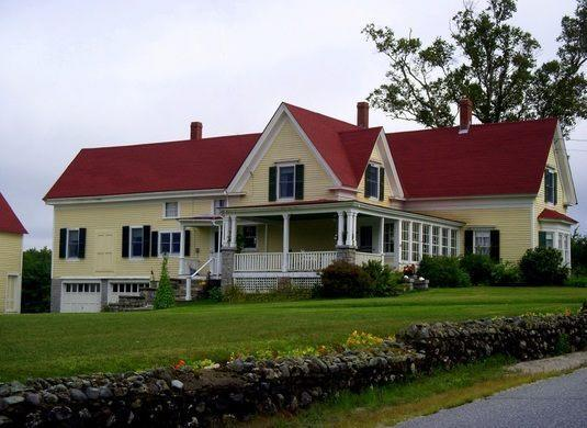 The home sits on 20 acres in rural Maine. (Photo courtesy of Atlas Obscura)