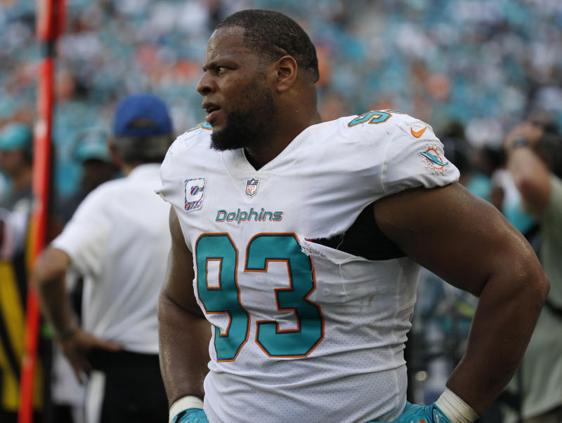 Dolphins DT Ndamukong Suh attempts to chokeslam Ryan Mallett