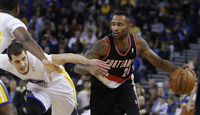Portland Trail Blazers' Mo Williams, right, drives the ball against Golden State Warriors' Nemanja Nedovic (8) during the first half of an NBA basketball game Saturday, Nov. 23, 2013, in Oakland, Calif. (AP Photo/Ben Margot)