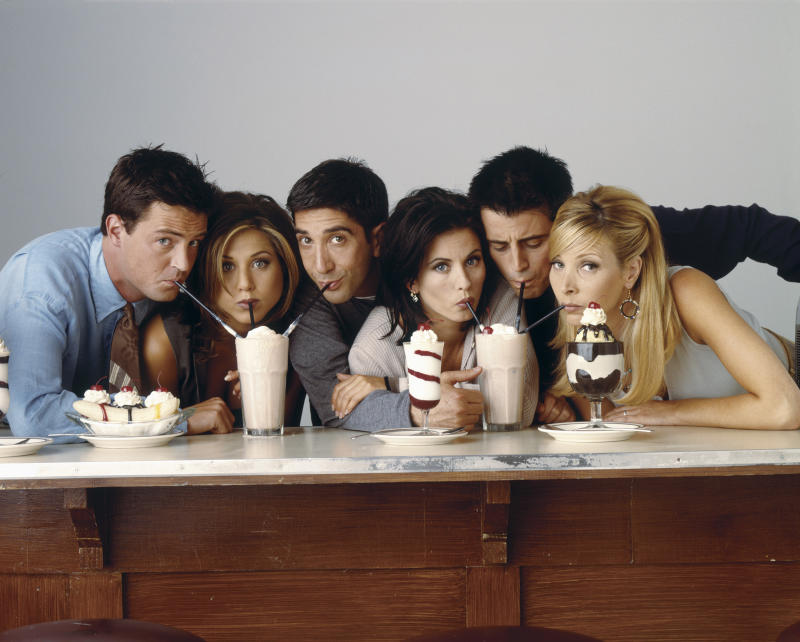 FRIENDS -- Pictured: (l-r) Matthew Perry as Chandler Bing, Jennifer Aniston as Rachel Green, David Schwimmer as Ross Geller, Courteney Cox as Monica Geller, Matt Le Blanc as Joey Tribbiani, Lisa Kudrow as Phoebe Buffay in 'Friends', circa 1995. (Photo by NBCU Photo Bank/NBCUniversal via Getty Images via Getty Images)