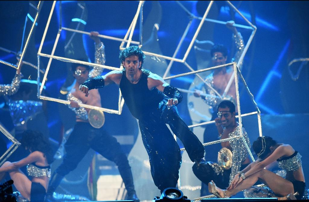 Bollywood actor Hrithik Roshan performs on stage during the fourth and final day of the 15th International Indian Film Academy (IIFA) Awards at the Raymond James Stadium in Tampa, Florida, April 27, 2014 (AFP Photo/Jewel Samad)