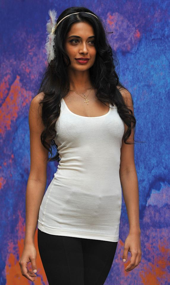 Sarah Jane Dias kept her look simple but jazzed it up with a funky hairband.