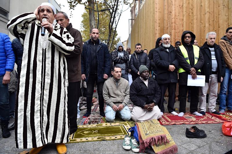 The weekly street prayers in Clichy, just outside Paris, are to protest the closure of a popular mosque by local officials (AFP Photo/ALAIN JOCARD)