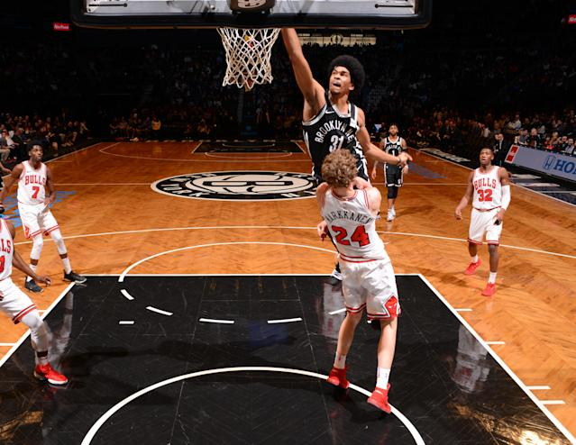 "<a class=""link rapid-noclick-resp"" href=""/ncaab/players/137197/"" data-ylk=""slk:Jarrett Allen"">Jarrett Allen</a> goes through <a class=""link rapid-noclick-resp"" href=""/ncaab/players/136218/"" data-ylk=""slk:Lauri Markkanen"">Lauri Markkanen</a> like he's not even there. Except he is. Which is awesome. (Getty)"