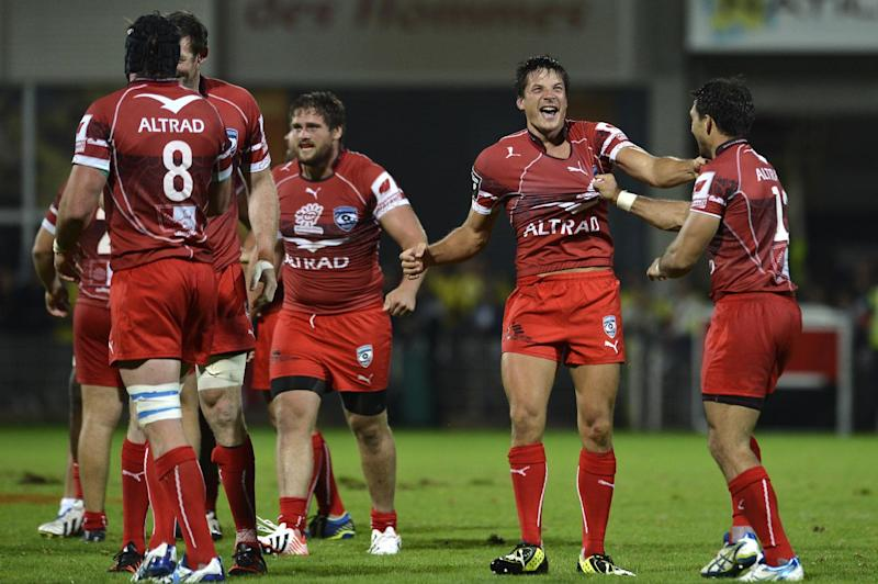 Montpellier's French fly-half Francois Trinh-Duc (2-R) celebrates as Montpellier wins the French Top 14 rugby union match ASM Clermont-Auvergne vs Montpellier on August 29, 2014 at the Marcel Michelin Stadium in Clermont-Ferrand (AFP Photo/Jeff Pachoud)