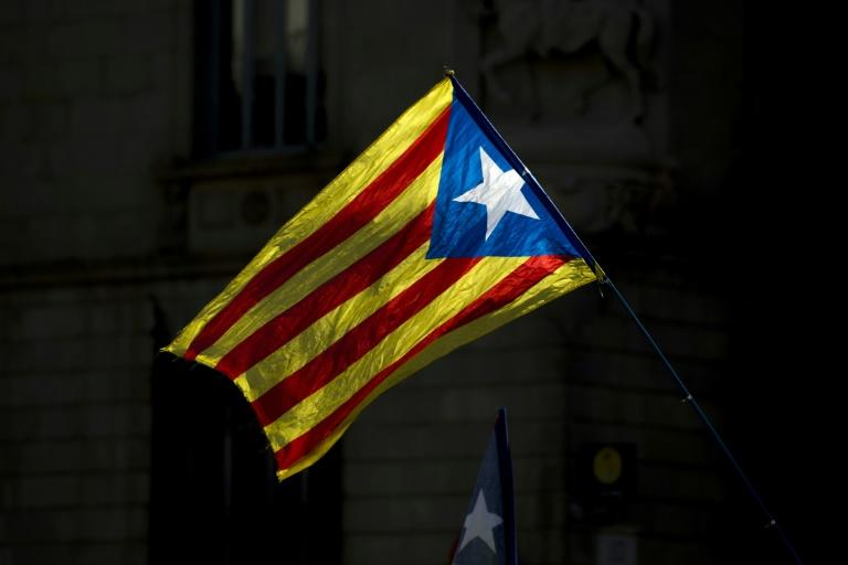 A'Estelada  at a demonstration to support Catalan pro-referendum mayors