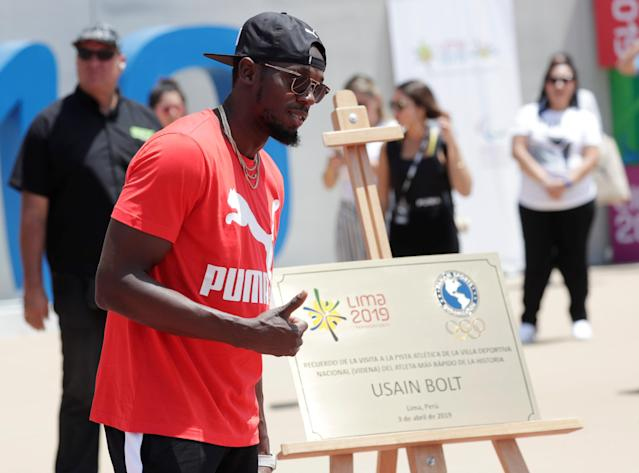 Usain Bolt visits the remodeled Atletico de la VIDENA Stadium and poses with the commemorative plaque for the 2019 Pan American Games in Lima, Peru April 3, 2019. REUTERS/Henry Romero