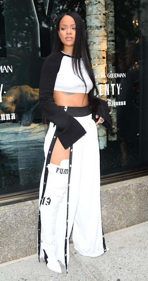 <p>On top of being decked out in a look from her own line, Rih slays this glam athleisure look. </p>