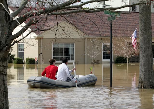 <p>Louisville residents are forced to use boats and kayaks to get to their homes along the Ohio River after it flooded Louisville, Ky., Feb. 25, 2018. (Photo: John Sommers II/Reuters) </p>