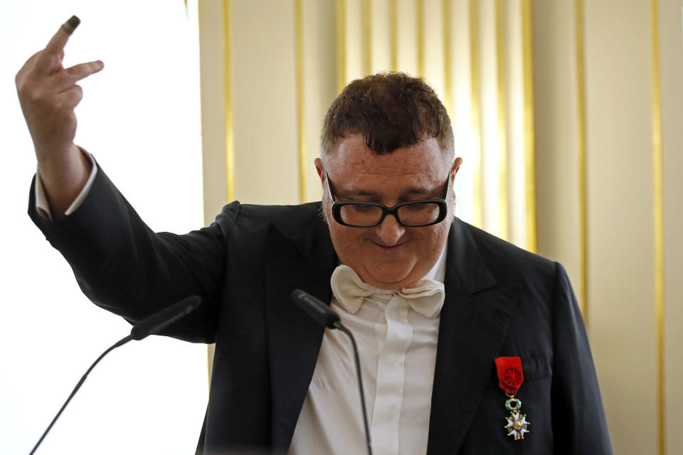 Lo stilista Alber Elbaz (AP Photo/Francois Mori)