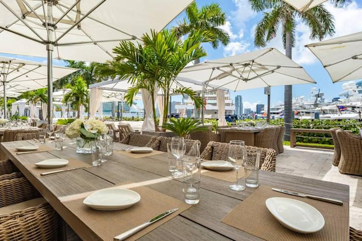 You can dine outdoors at The Deck at Island Gardens.