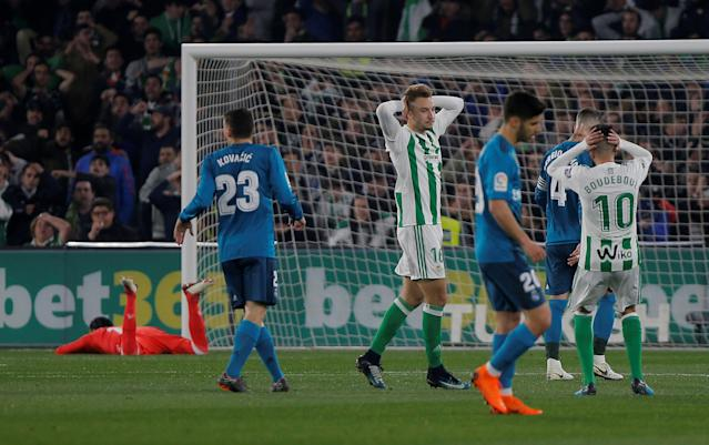 Soccer Football - La Liga Santander - Real Betis vs Real Madrid - Estadio Benito Villamarin, Seville, Spain - February 18, 2018 Real Betis' Loren Moron reacts after a missed chance REUTERS/Jon Nazca