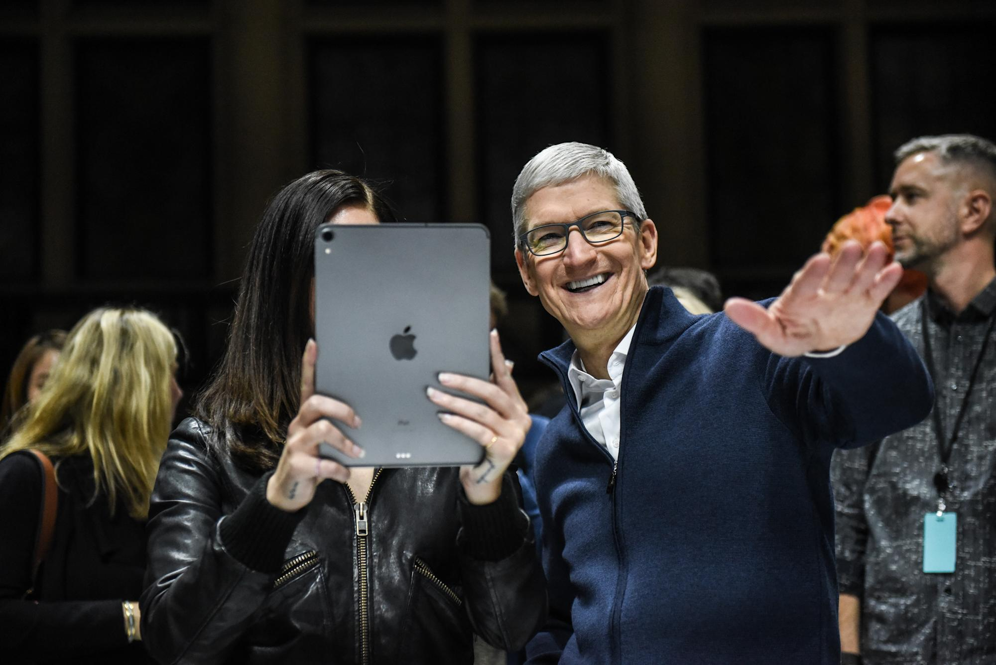 10 big reasons to buy Apple stock immediately: analyst