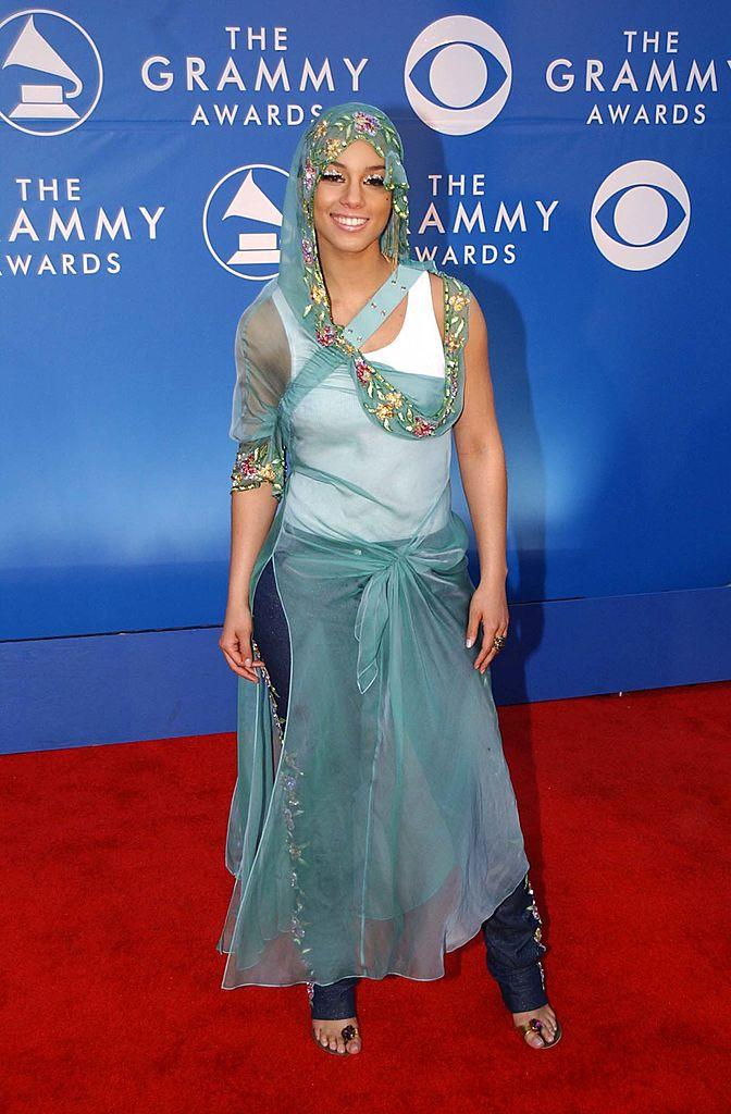 <p>We have so many questions about this 2002 Grammy Awards red carpet disaster, courtesy of Alicia Keys. It's unclear what she was going for here, but whatever it was, she failed. (Image via Getty Images)</p>