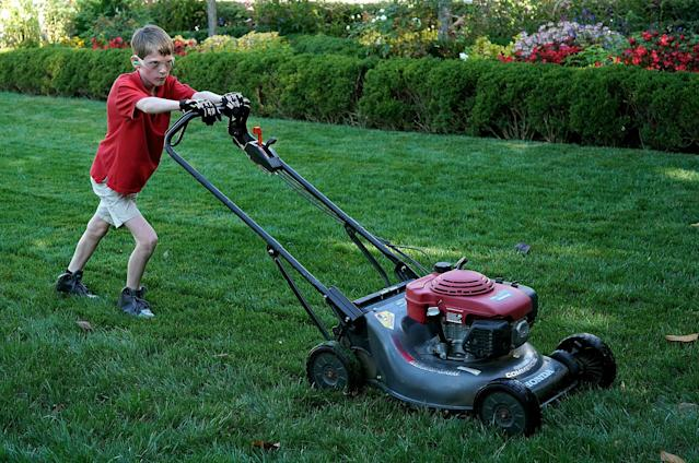 """<p>11-year-old Frank """"FX"""" Giaccio mows the grass in the Rose Garden of the White House September 15, 2017 in Washington, DC. Giaccio, from Falls Church, Virginia, who runs a business called FX Mowing, wrote a letter to Trump expressing admiration for Trump's business background and offered to mow the White House grass. (Photo: Win McNamee/Getty Images) </p>"""