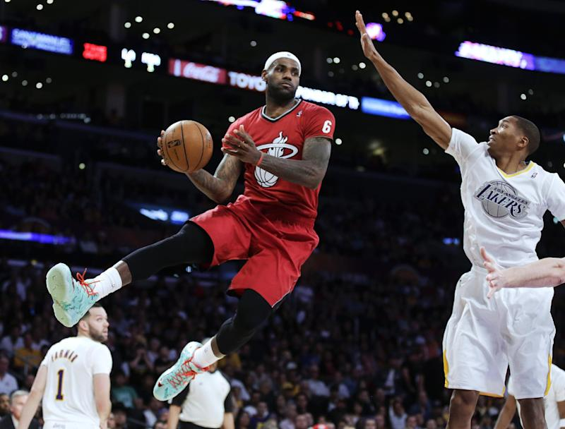 LeBron James wins AP Male Athlete of the Year