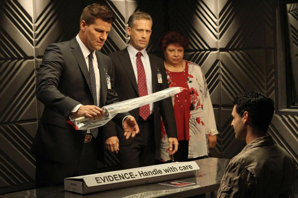 """Booth (David Boreanaz), FBI Special Agent Hayes Flynn (guest star Reed Diamond) and AUSA Caroline Julian (guest star Patricia Belcher) question Christopher Pelant (guest star Andrew Leeds) in """"The Future in the Past,"""" the Season 8 premiere episode of """"Bones."""""""