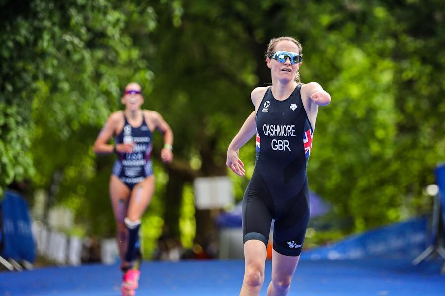 Claire Cashmore held off Paralympic champion Grace Norman in a sprint finish in Leeds