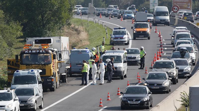 Police prepare to tow a refrigerated truck from a highway near Neusiedl am See, Austria, on August 27, 2015, following the grim discovery of 71 bodies (AFP Photo/Dieter Nagl)
