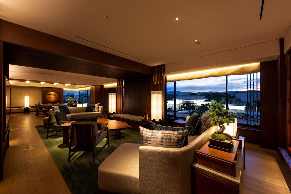 The presidential suite features Japanese teahouse–inspired interiors, with solid walnut, tatami, and kimono fabrics.