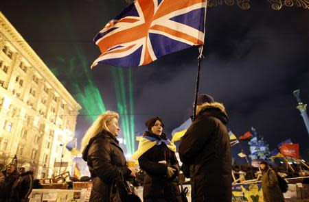 Pro-European integration protesters hold a British flag near a barricade during a rally at Independence Square in Kiev December 17, 2013. REUTERS/Marko Djurica
