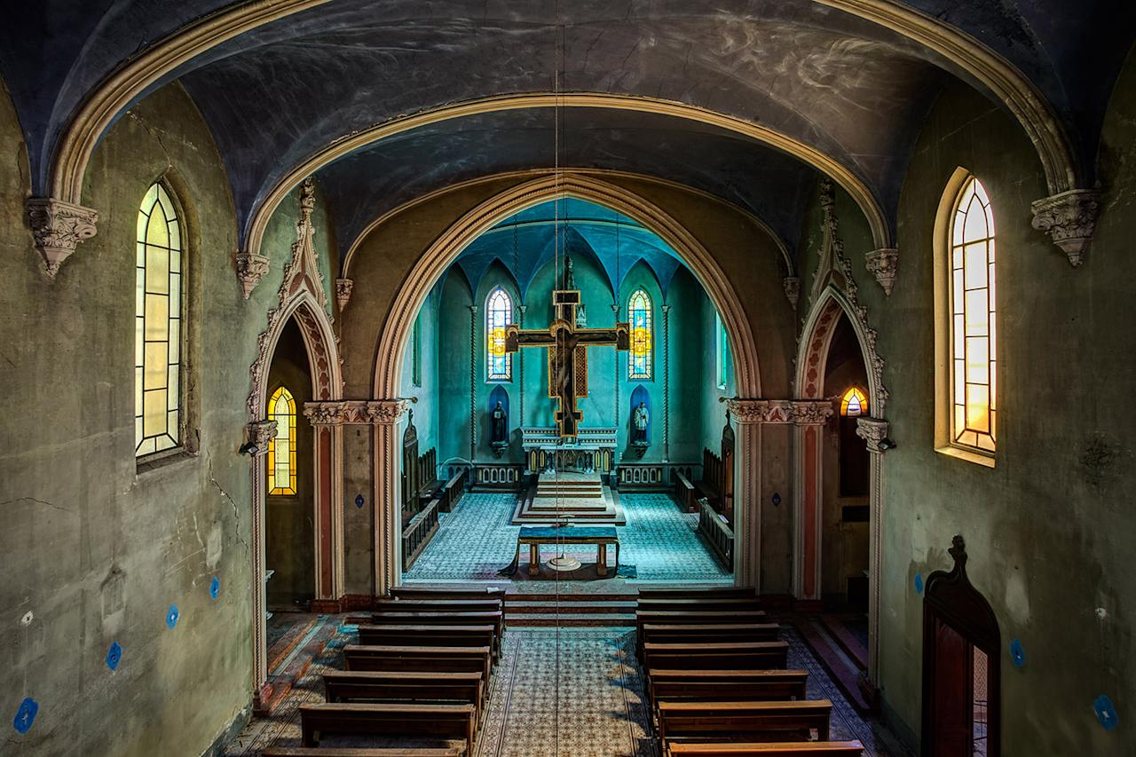 <p>Relgious school chapel in Italy. (Photo: James Kerwin/Caters News) </p>