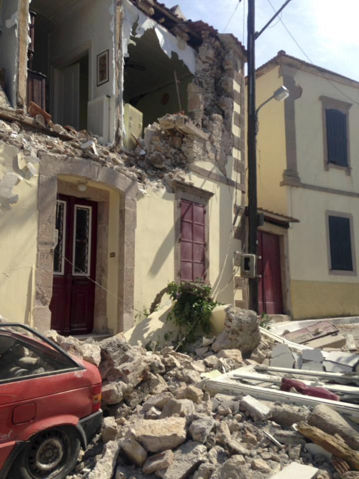 <p>Damage to a building is seen in the village of Vrissa. (AP Photo/Apostolis Paraskevopoulos) </p>