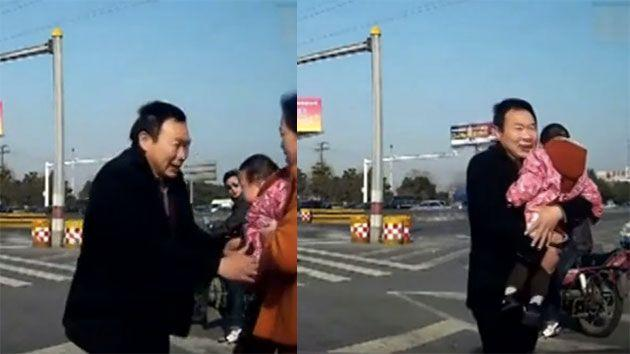 The grandfather ran over to the passenger who saved the toddler's life and thanked him. Photo: People's Daily