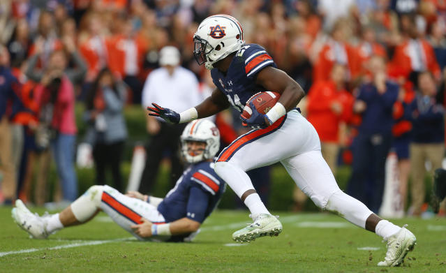 "Auburn running back <a class=""link rapid-noclick-resp"" href=""/ncaaf/players/255521/"" data-ylk=""slk:Kerryon Johnson"">Kerryon Johnson</a> runs the ball during the first half of the Iron Bowl NCAA college football game, Saturday, Nov. 25, 2017, in Auburn, Ala. (AP Photo/Butch Dill)"