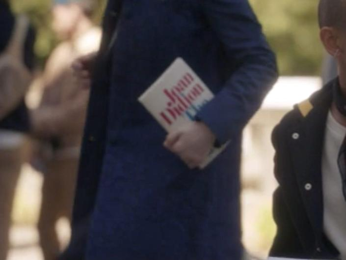 """A student carry a collection of essays by Joan Didion on episode five of """"Gossip Girl."""""""