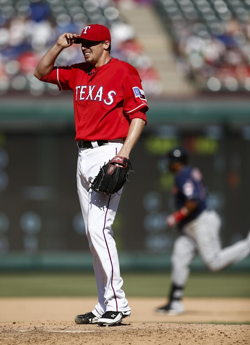 Rangers' Scheppers back to DL with elbow problem