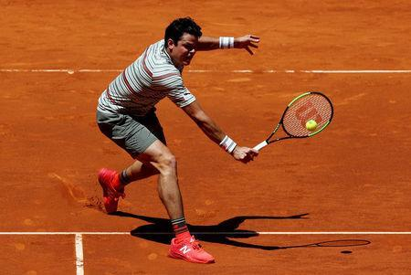 FILE PHOTO: Tennis - ATP 1000 - Madrid Open - Madrid, Spain - May 10, 2018 Canada's Milos Raonic in action during his third round match against Canada's Denis Shapovalov REUTERS/Sergio Perez